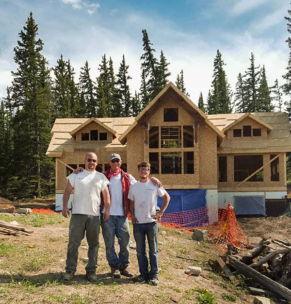 Diy timber frame we come we teach you build timberbuilt homeowner and two timberbuilt workers standing in front of a diy timber frame house solutioingenieria Images